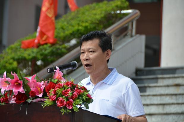 社会资源劳动保障局局长发表讲话