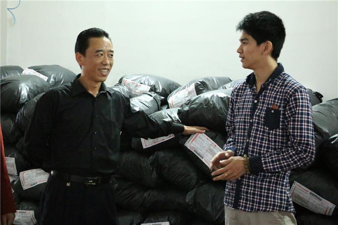 魏跃进副院长询问学生双十一店铺销量情况