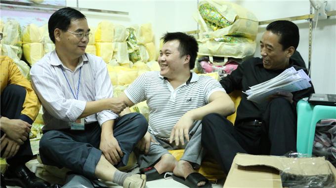 魏副院长与张副书记看望陈伟祥同学